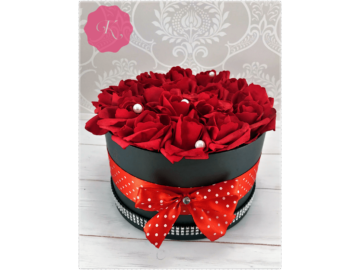 Piros rózsadoboz